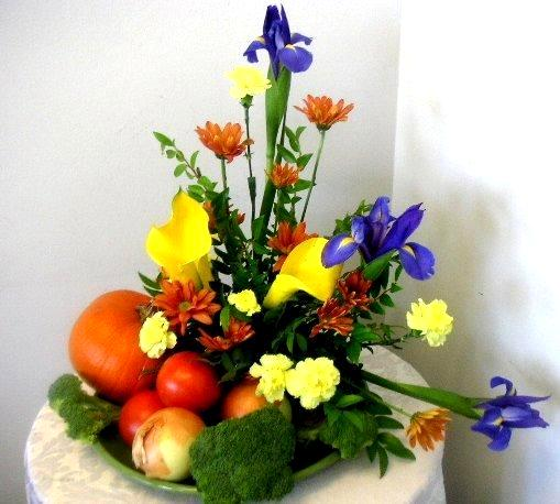 Fruits and vegetables can be elements of floral Floral arrangements with fruit