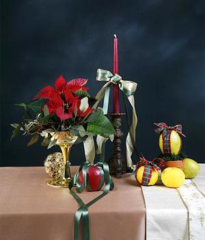 candle floral arrangement. Photo credit: Moon Soon Lee