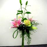 Vertical glass container arrangement